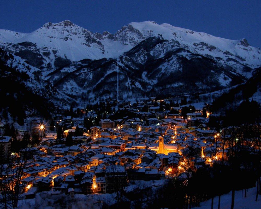 Limone-Piemonte-inverno-notturna