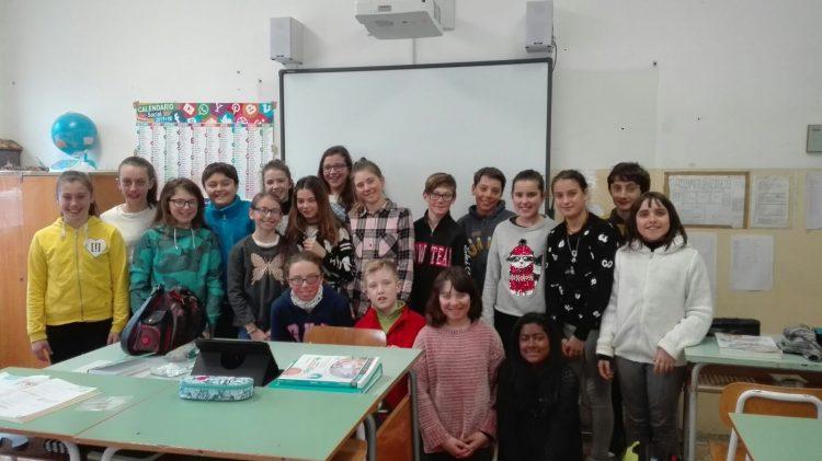 Gli studenti della classe 1° donano tre notebook alla scuola media di Vernante